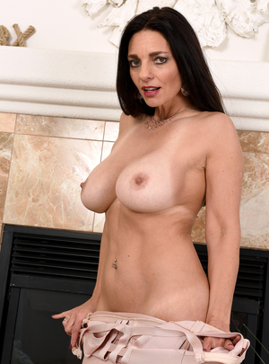 Elegant dark haired MILF Mindi Mink